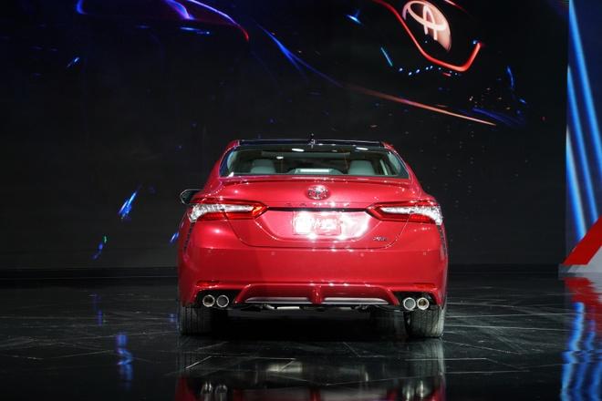 Toyota Camry 2018 ra mat anh 1