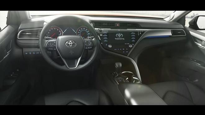 Toyota Camry 2018 ra mat anh 2