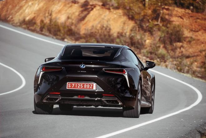 Lexus LC 500 2018 doi thu Mercedes-Benz S-Class Coupe hinh anh 8