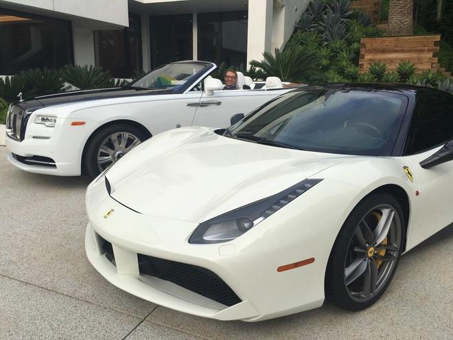 Chu nha mua Ferrari, Rolls-Royce cho nguoi lam dung hinh anh