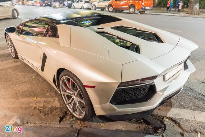 Lamborghini Aventador Roadster ra bien trang tai Ha Noi hinh anh 8
