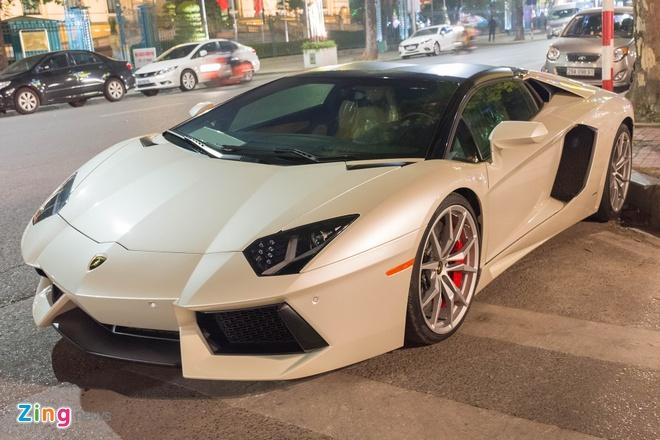 Lamborghini Aventador Roadster ra bien trang tai Ha Noi hinh anh 2