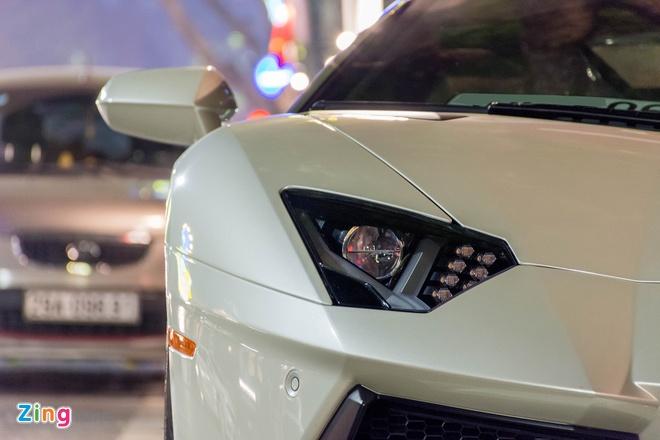 Lamborghini Aventador Roadster ra bien trang tai Ha Noi hinh anh 5