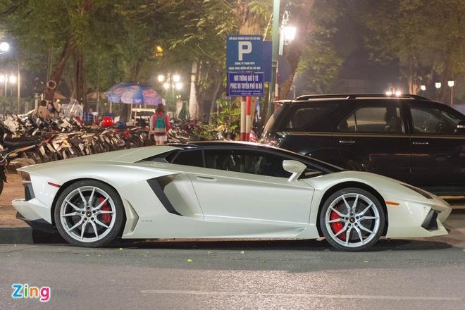 Lamborghini Aventador Roadster ra bien trang tai Ha Noi hinh anh 4