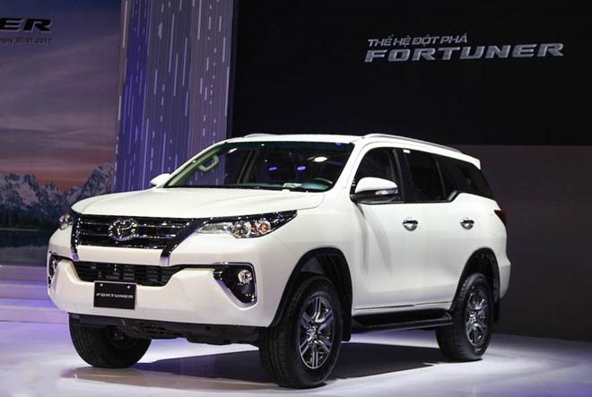 Toyota Fortuner 2017 dat khach ngay sau khi ra mat hinh anh