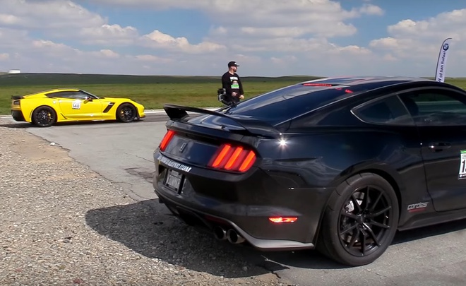 Ford Mustang do 1.000 ma luc dua voi Chevrolet Corvette Z06 hinh anh