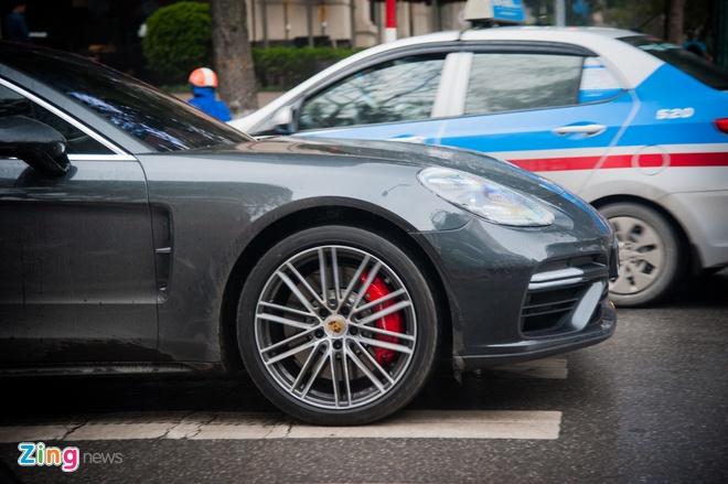 Porsche Panamera Turbo 2017 gia 12 ty lan banh tai Ha Noi hinh anh 4