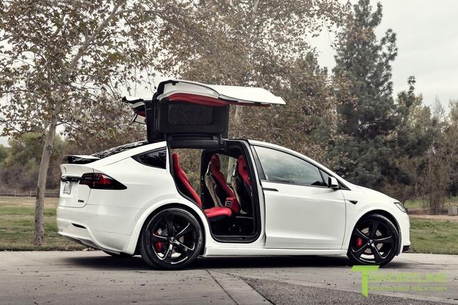 Xe dien Tesla Model X noi that Bentley rao gia 180.000 USD hinh anh