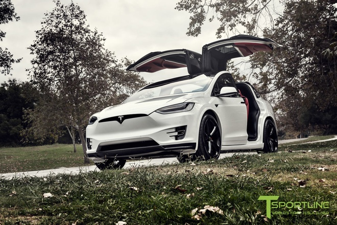 Xe dien Tesla Model X noi that Bentley rao gia 180.000 USD hinh anh 1