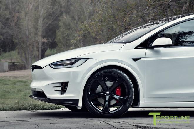 Xe dien Tesla Model X noi that Bentley rao gia 180.000 USD hinh anh 3