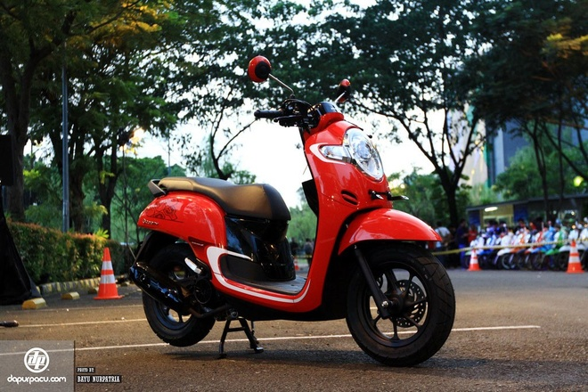 Honda Scoopy hoan toan moi gia khoang 1.335 USD hinh anh 2