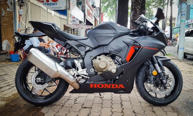 Honda CBR1000RR 2017 dau tien ve Sai Gon hinh anh