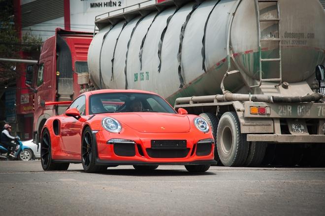 Sieu xe Porsche 911 GT3 RS doc nhat Viet Nam xuong pho hinh anh