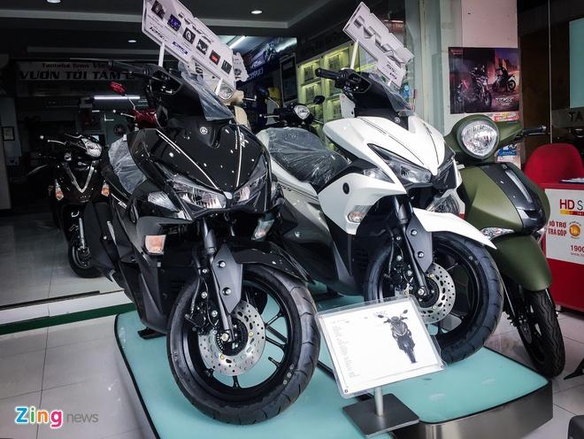 Yamaha NVX 125 ban dung gia, Honda Air Blade chenh 4 trieu dong hinh anh 2