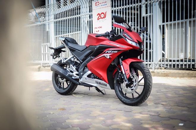 Yamaha YZF-R15 2017 gia hon 100 trieu tai Ha Noi hinh anh