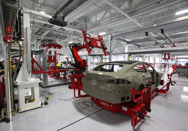 Vuot BMW, Tesla la hang xe gia tri thu 4 the gioi hinh anh