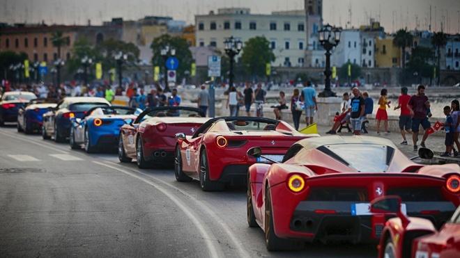 hon 100 sieu xe Ferrari hoi ngo anh 2