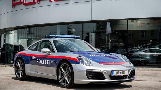 Canh sat Ao su dung Porsche 911 lam xe cong vu hinh anh