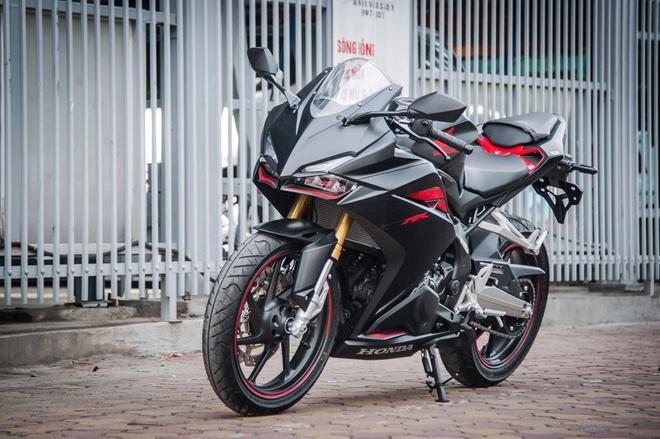 Honda CBR250RR 2017 gia hon 200 trieu dau tien tai Ha Noi hinh anh
