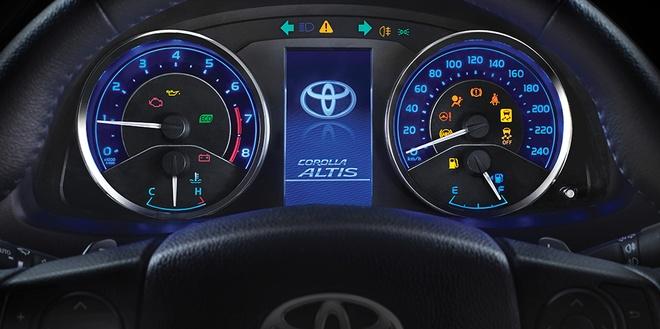 Quyet dau Mazda3, Corolla Altis 2017 co nhieu thay doi hinh anh 8