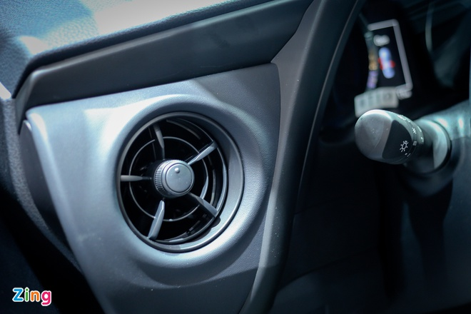 Quyet dau Mazda3, Corolla Altis 2017 co nhieu thay doi hinh anh 11