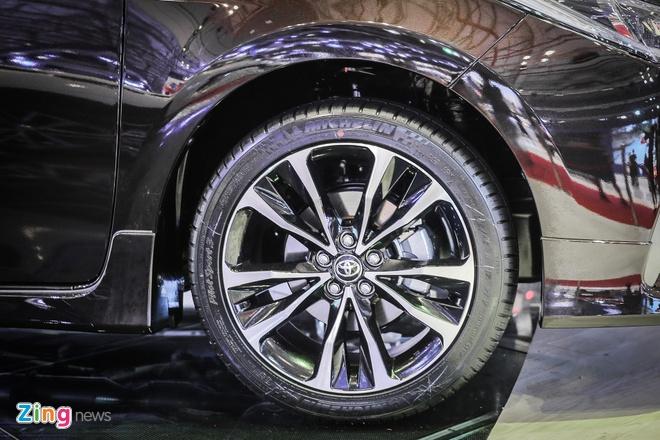 Quyet dau Mazda3, Corolla Altis 2017 co nhieu thay doi hinh anh 12