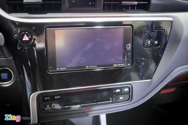 Quyet dau Mazda3, Corolla Altis 2017 co nhieu thay doi hinh anh 9