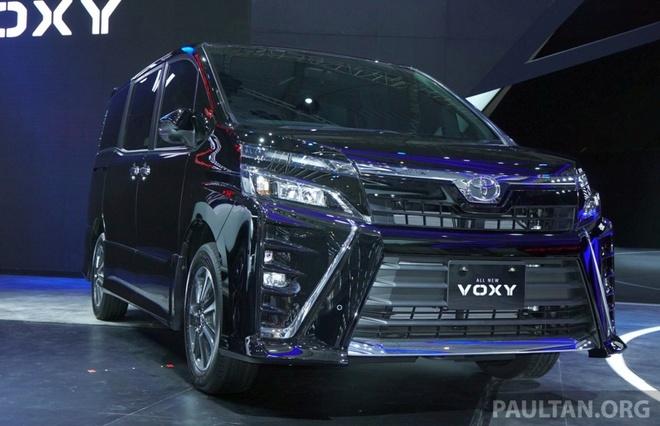 Toyota gioi thieu xe gia dinh Voxy 2017 tai Dong Nam A hinh anh 1