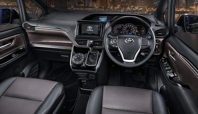 Toyota gioi thieu xe gia dinh Voxy 2017 tai Dong Nam A hinh anh 3