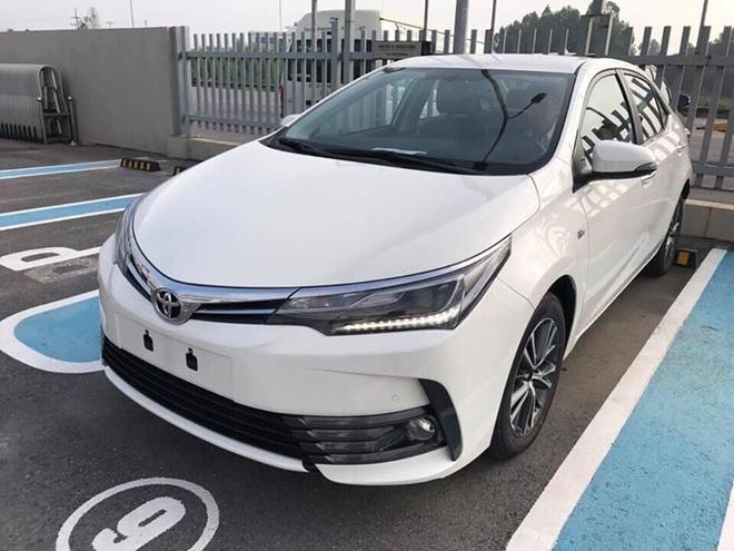 Toyota Corolla Altis 2017 giam gia, them nhieu trang bi hinh anh