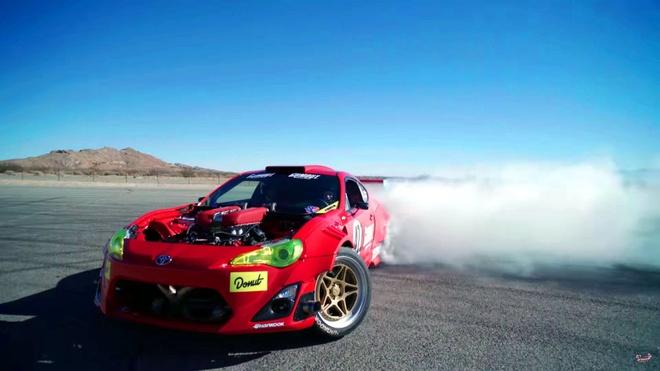 Toyota 86 do dong co Ferrari gap nan khi chay bieu dien hinh anh