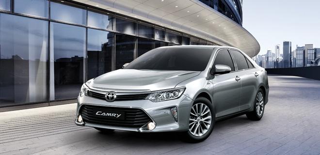 Toyota Camry 2017 them trang bi, giam gia ca tram trieu tai VN hinh anh