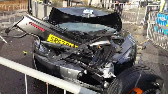 Sieu xe McLaren 570S bien dang sau tai nan o London hinh anh