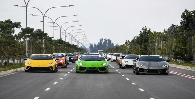 122 sieu xe Lamborghini dieu hanh tren pho hinh anh
