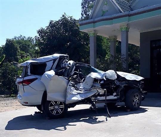 Toyota Fortuner 2017 nhau nat sau tai nan tai Dong Thap hinh anh 1