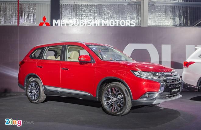 Mitsubishi Outlander CKD gia tu 808 trieu dong, quyet dau Honda CR-V hinh anh
