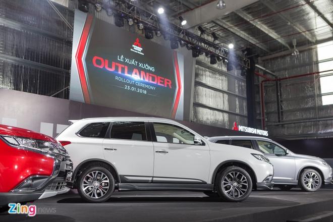 Mitsubishi Outlander CKD gia tu 808 trieu dong, quyet dau Honda CR-V hinh anh 1