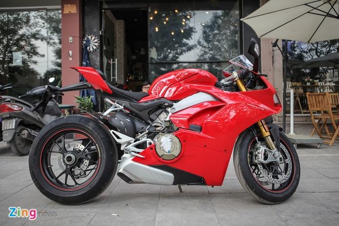Sieu moto Ducati Panigale V4 S dau tien Dong Nam A ve tay biker Ha Noi hinh anh 3