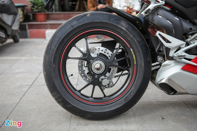 Sieu moto Ducati Panigale V4 S dau tien Dong Nam A ve tay biker Ha Noi hinh anh 7