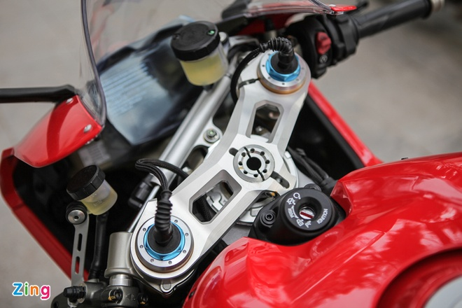 Sieu moto Ducati Panigale V4 S dau tien Dong Nam A ve tay biker Ha Noi hinh anh 9