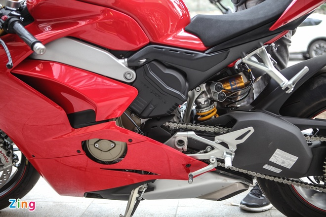 Sieu moto Ducati Panigale V4 S dau tien Dong Nam A ve tay biker Ha Noi hinh anh 10