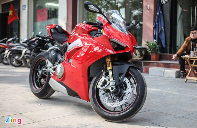 Sieu moto Ducati Panigale V4 S dau tien Dong Nam A ve tay biker Ha Noi hinh anh 2