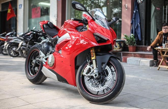 Sieu moto Ducati Panigale V4 S dau tien Dong Nam A ve tay biker Ha Noi hinh anh