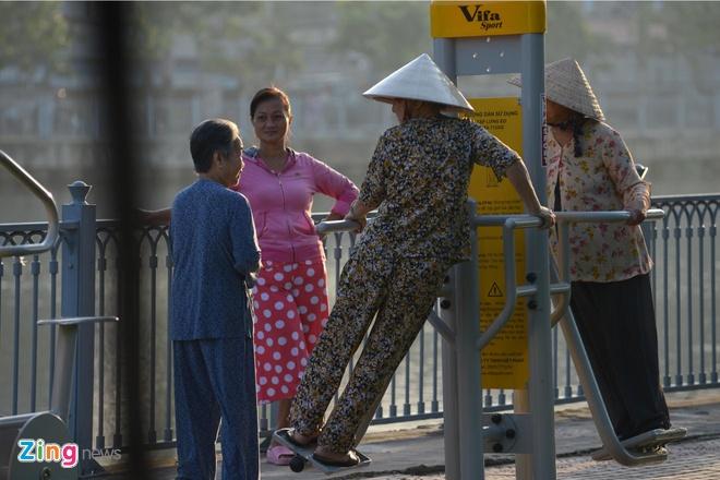 Chính quyền TP.HCM đã cho lắp đặt hơn 60 máy tập thể dục dọc vỉa hè dọc kênh Nhiêu Lộc để phục vụ người dân. Từ khi dự án cải thiện môi trường kênh Nhiêu Lộc - Thị Nghè hoàn thành, nơi đây trở thành công viên rộng, dài và có môi trường trong lành nhất TPHCM.