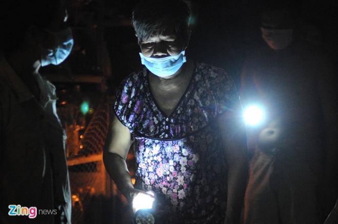 Do vụ nổ có nhiều hóa chất, nên người dân phải dùng khẩu trang y tế để tránh bị ảnh hưởng.