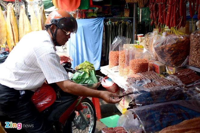 Dan Sai Gon san dac san Campuchia an Tet hinh anh 5 Khách đến đây mua không chỉ là người dân thành phố mà còn có cả người Campuchia sinh sống tại quận 8, huyện Củ Chi và tỉnh Long An.