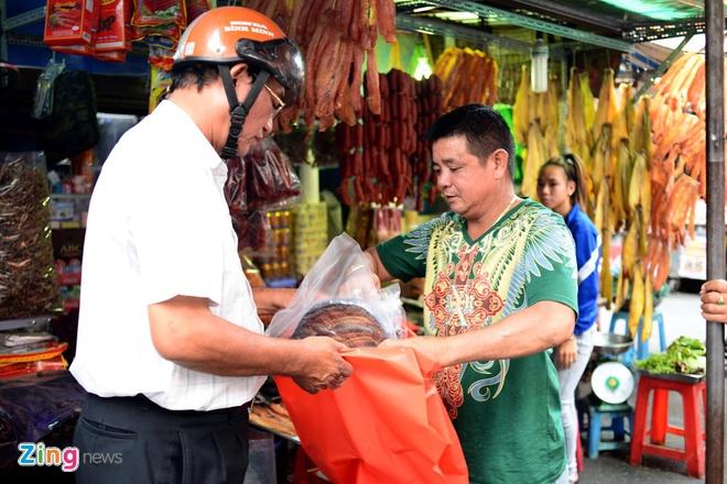 """Dan Sai Gon san dac san Campuchia an Tet hinh anh 8 Những ngày giáp tết, nhu cầu mua sắm đặc sản làm quà tặng tăng cao khiến một số sản phẩm bị """"cháy"""" hàng."""