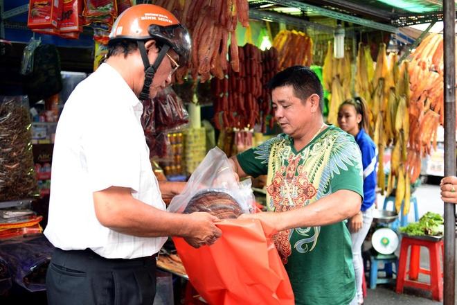 Dan Sai Gon san dac san Campuchia an Tet hinh anh