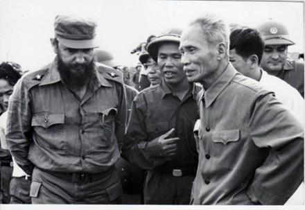 Lanh tu Fidel trong chuyen tham Viet Nam anh 1