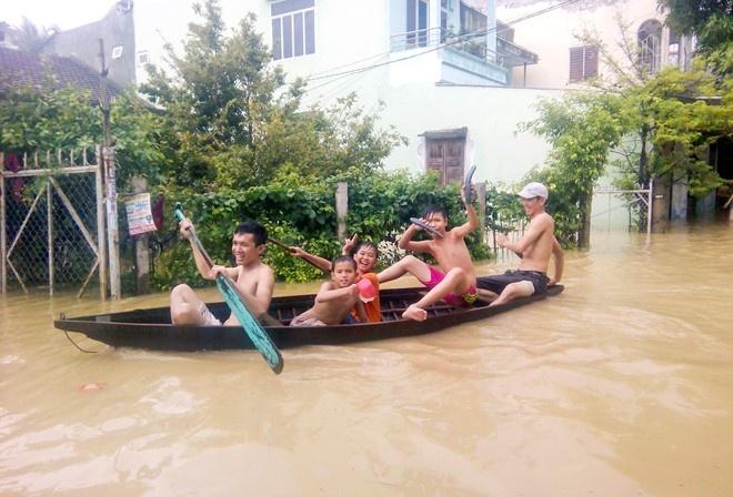 May bay khong the ha canh xuong Cam Ranh do mua lon hinh anh 1
